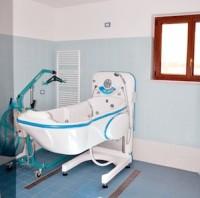 primo bagno dotato di attrezzature speciali