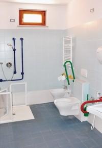 secondo bagno dotato di attrezzature speciali